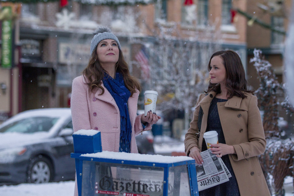Lauren Graham and Alexis Bledel in a scene from the TV series Gilmore Girls: A Year in the Life.