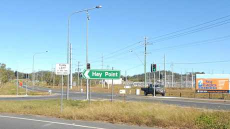 Traffic lights were installed at the Bruce Hwy-Hay Point Rd intersection prior to construction of the roundabout.