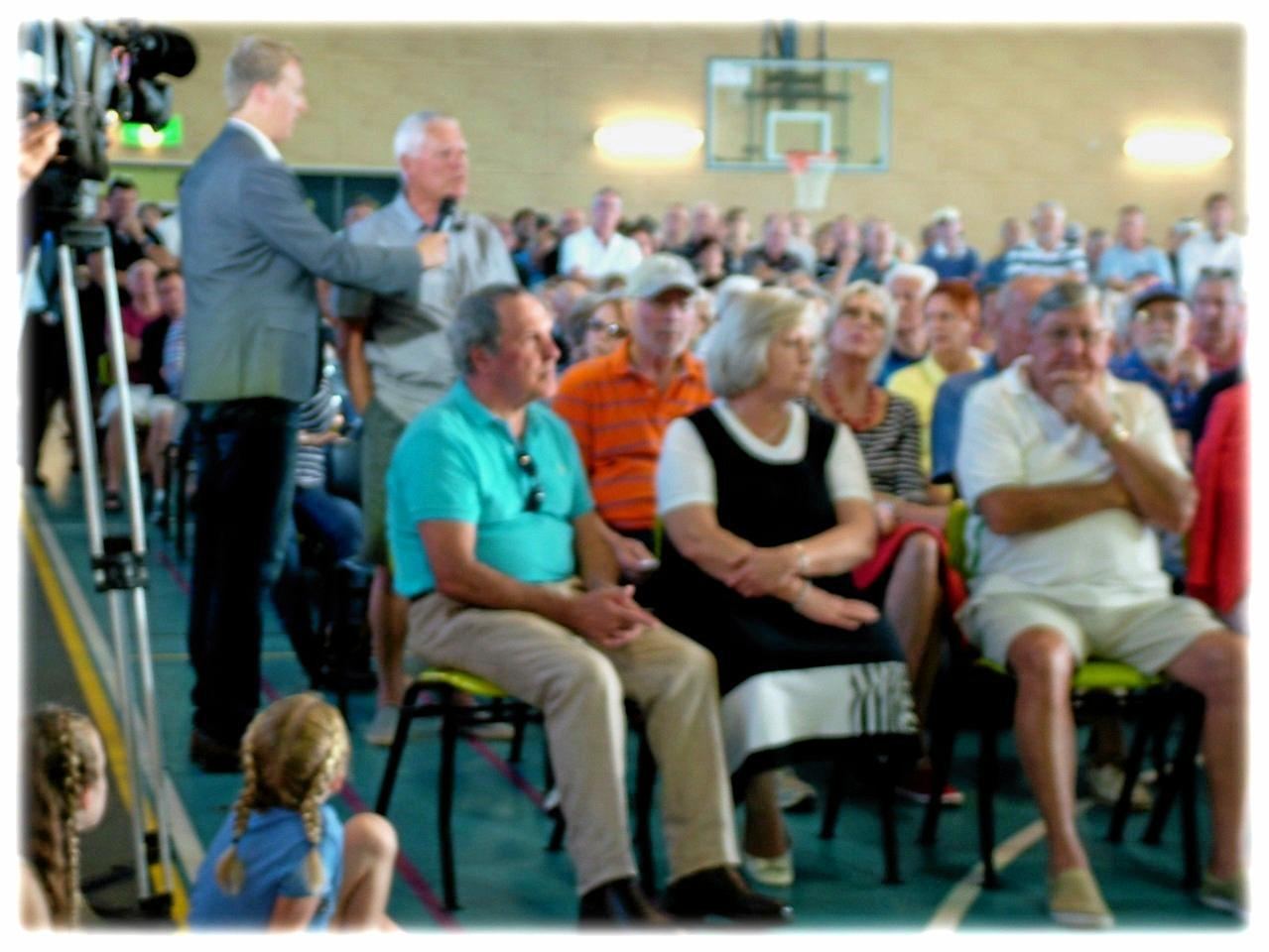 Making a stand for Peregian Springs community - more than 500 people demand the local golf club be saved from further development.