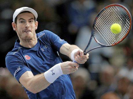 Britain's Andy Murray returns the ball to John Isner of the United States during the final of the Paris Masters tennis tournament at the Bercy Arena in Paris, Sunday, Nov. 6, 2016. Murray won 6-3, 7-6, 6-4. (AP Photo/Michel Euler)