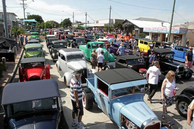 The heat didn't keep people from admiring the cars at the Yamba Hot Rods.  Photo Blake Bodycote / Daily Examiner