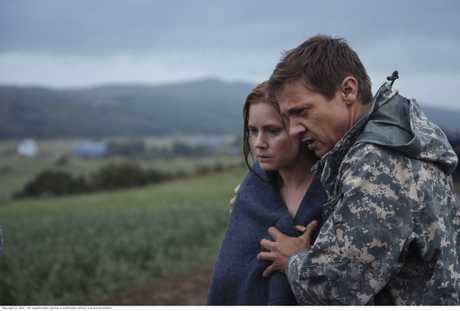 Amy Adams and Jeremy Renner in a scene from the movie Arrival.