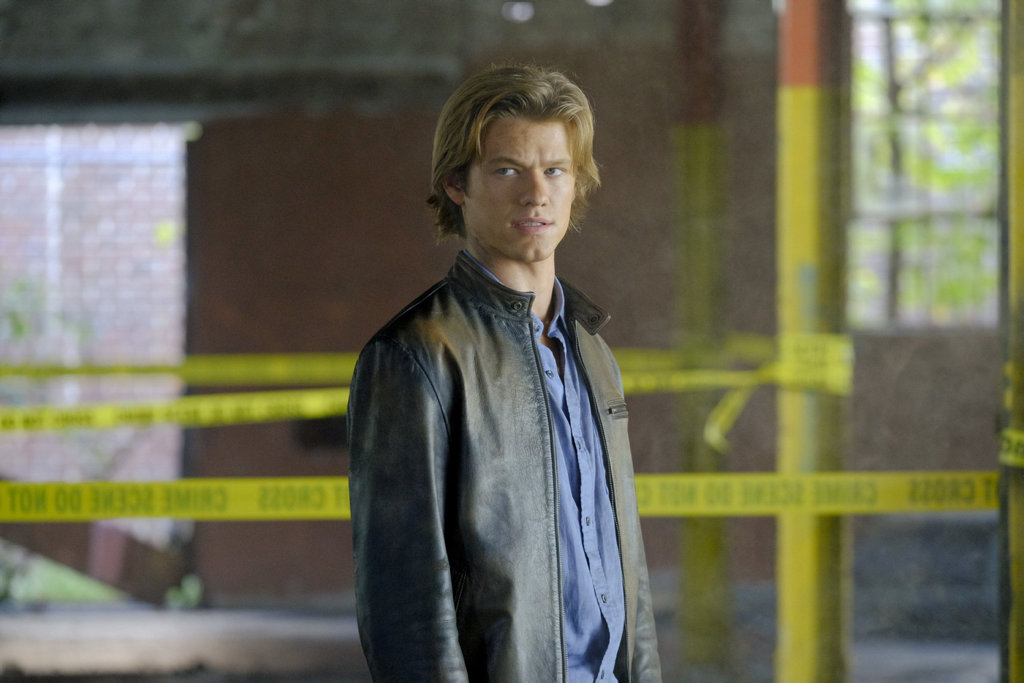 Lucas Till in a scene from the TV series MacGyver.