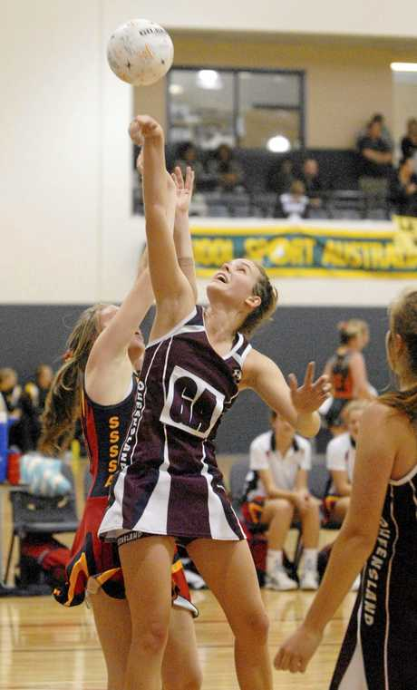 Netball - Under 15 National titles. South Australia vs Queensland. Dominque Scott - QLD.  photo by Nev Madsen