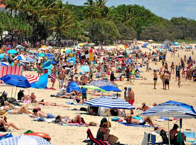 Crowds flock to Main Beach Noosa as good weather holds on the Coast. Photo Geoff Potter / Noosa News.