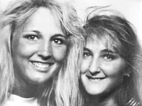 Toowoomba teen Annette Jane Mason (right). Pictured here with her sister Linda Mason shortly before she was murdered.