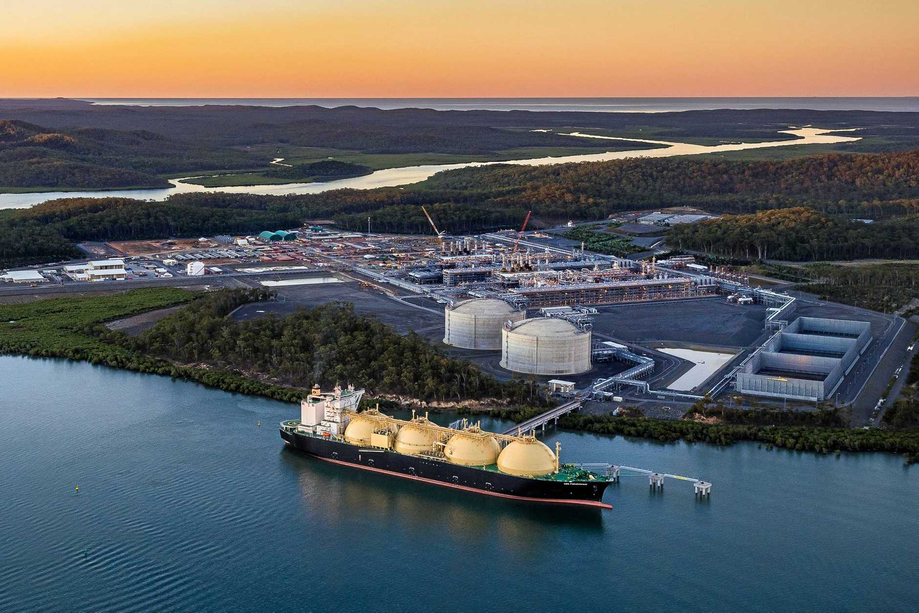 LNG FUKUROKUJU is purpose built to carry LNG from the APLNG facility at Curtis Island to Kansai Electric facility in Japan.