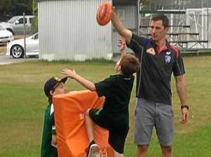 Dale Morris visit thrills Mudcrabs juniors