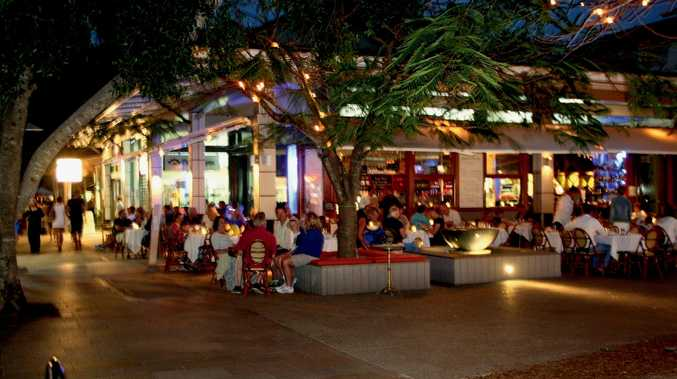 Hastings Street, Noosa Heads, by night