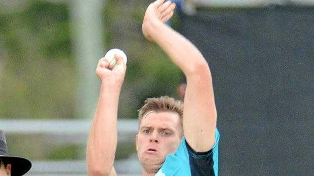 STEAMING IN: Warwick's Mark Steketee bowls for the Brisbane Heat.