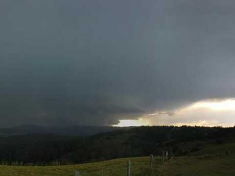 'Supercell' storm cloud looms over Maleny.