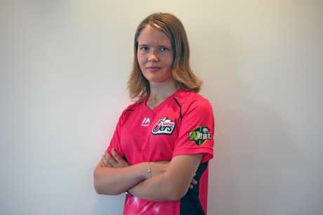 Carly Leeson has been announced as the Sydney Sixers latest signing ahead of the WBBL season two kick-off in early December.