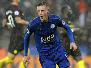 Vardy back in the goals as Leicester wins