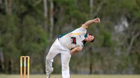 Cricket : Gracemere's Justin Peacock against Frenchville.
