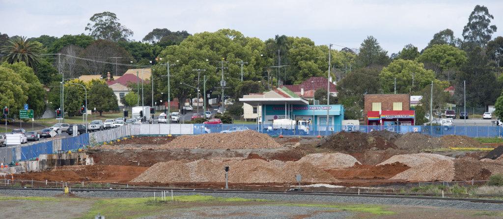 Progress on Bunnings site in Ruthven St . Thursday Oct 20, 2016.