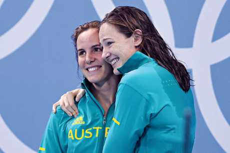 Australian swimmers Bronte Campbell and sister Cate Campbell celebrate their gold medal win in the Womens 4x100 Freestyle Relay.