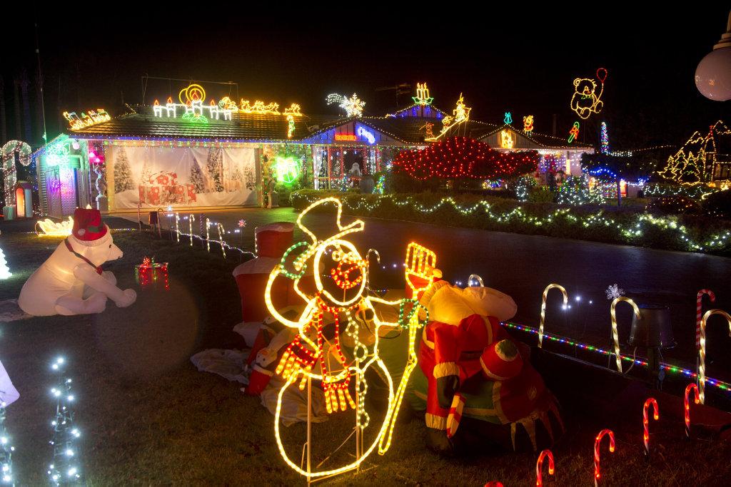 Christmas lights at 13 Mavis Court. Geoff and Debbie Morris . Thursday Dec 8, 2016.