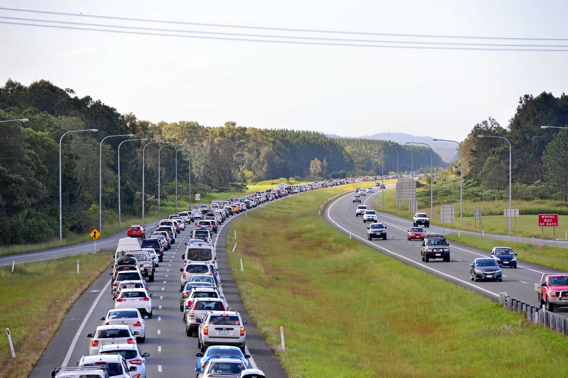 A horse float rolled on the Bruce Highway trapping four race horses en-route to Corbould Park for the Montrose Charity Raceday. Traffic congestion on the Bruce Highway near Roys Road. Photo: John McCutcheon / Sunshine Coast Daily