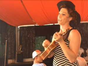 Amanda Palmer plays the ukelele at Woodford Folk Festival