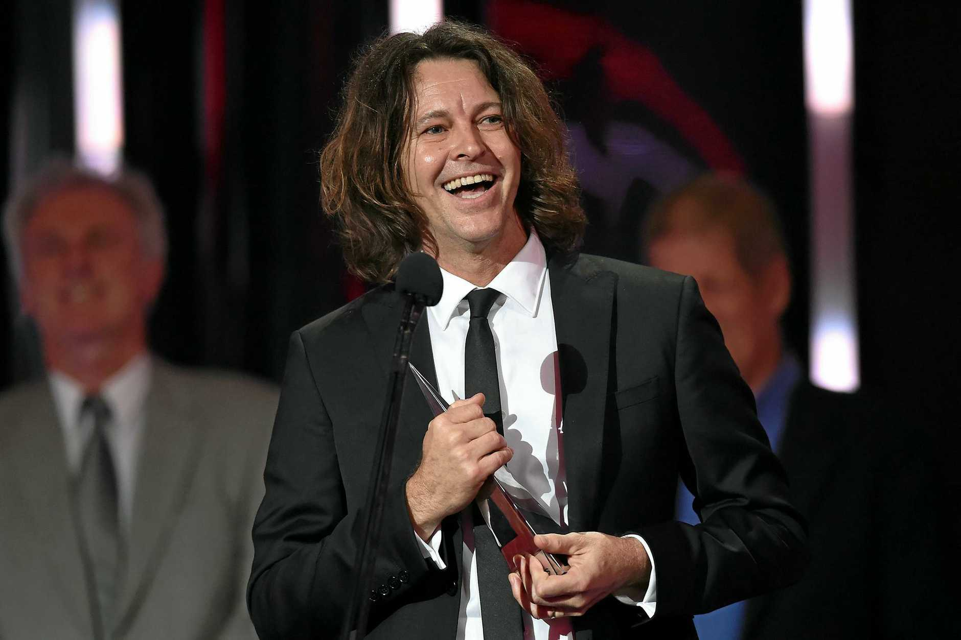 Bernard Fanning accepts the ARIA for Best Adult Contemporary Album during the 30th ARIA Awards, at The Star, in Sydney, Wednesday, Nov. 23, 2016. (AAP Image/Paul Miller) NO ARCHIVING