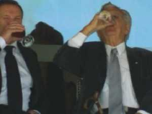 Bob Hawke sculls beer at SCG Test, wins standing ovation