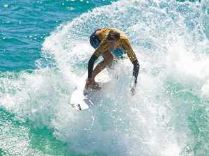 Junior surfer's beautiful act of sportsmanship