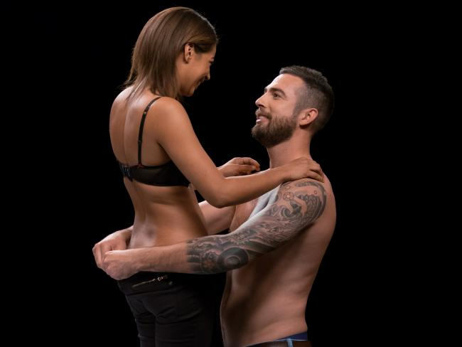 Ryan and Seraphine get to know each other by stripping down 60 seconds after meeting.