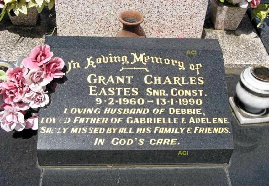 Memorial plaque at Senior Constable Eastes' Casino Lawn Cemetery grave.
