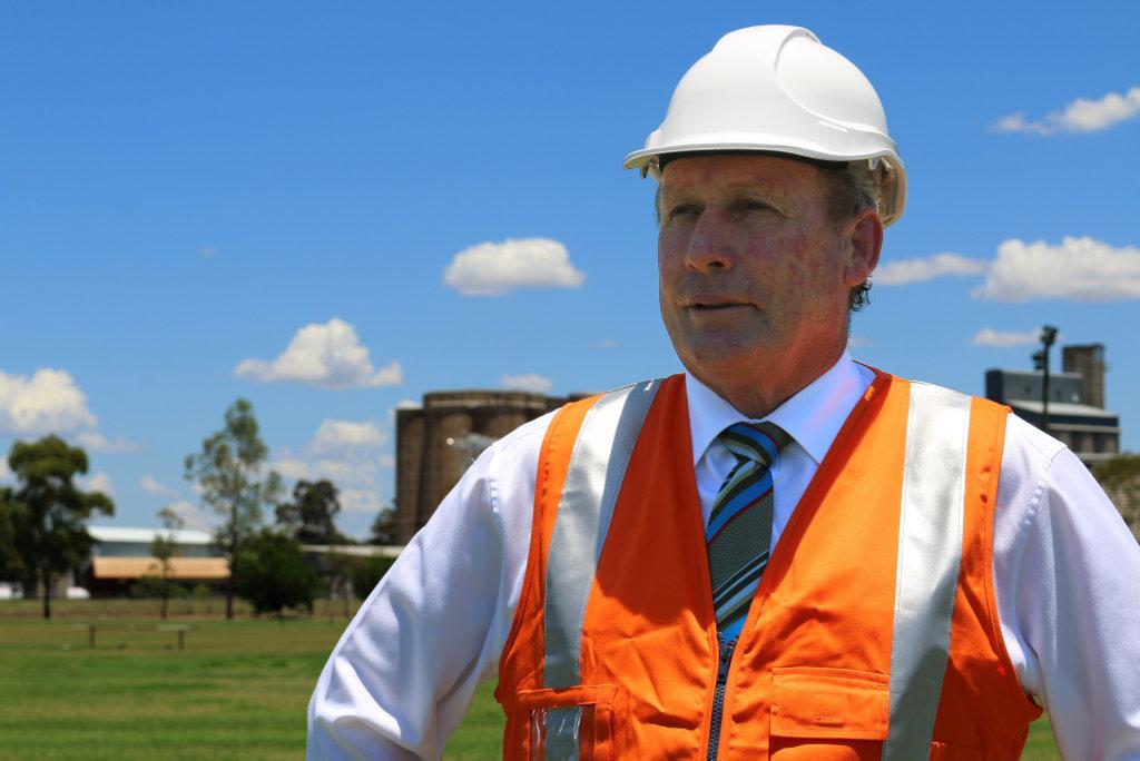 Western Downs Regional Council Mayor Paul McVeigh announces a massive 300mgw solar farm.