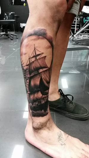 The ship tattoo is on his right leg.