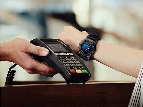 Samsung Gear S3 Frontier supports Samsung Pay.