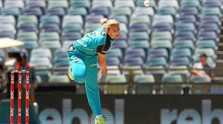 Melissa Kimmince, of the Heat, bowls during the Women's Big Bash League  semi-final