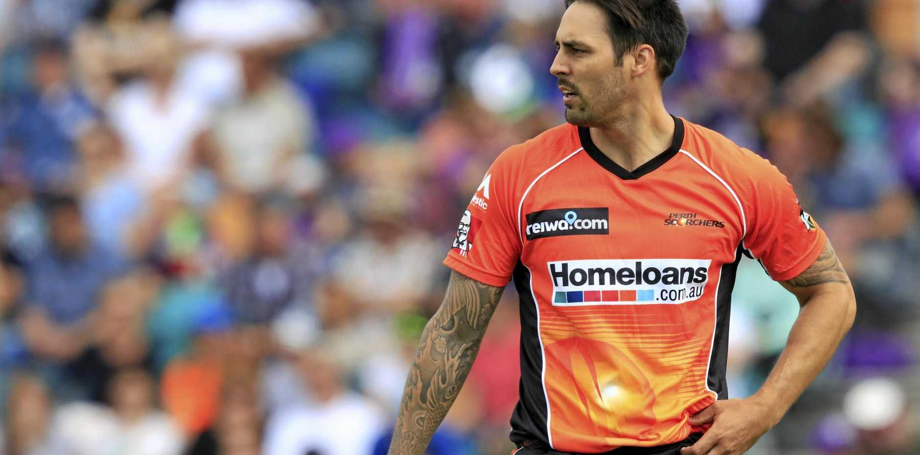 Mitchell Johnson prepares to bowl for the Scorchers.