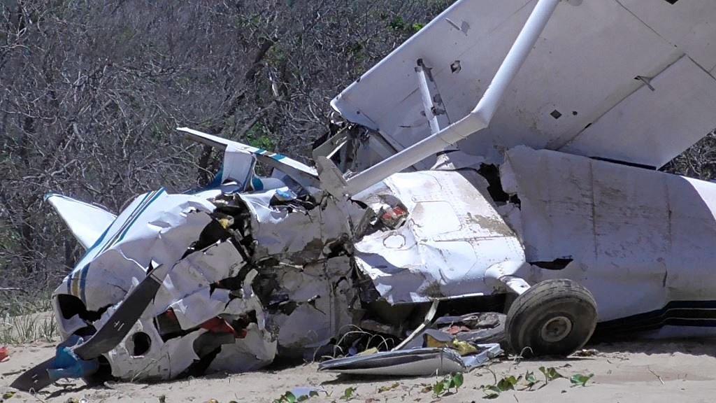 NOT-SO-JOY FLIGHT: Tourist plane crashed at Middle Island today.