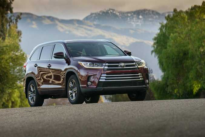 Fresh faced and with a new eight-speed auto transmission, the 2017 Toyota Kluger seven-seat SUV keeps its 3.5-litre V6 petrol engine but has more power and better economy.