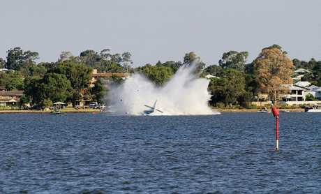 The moment of the fatal impact at the Swan River, Perth.