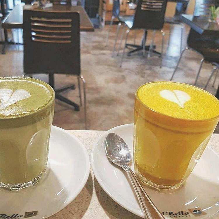 Wary Organic Toowoomba created this bright yellow turmeric latte.