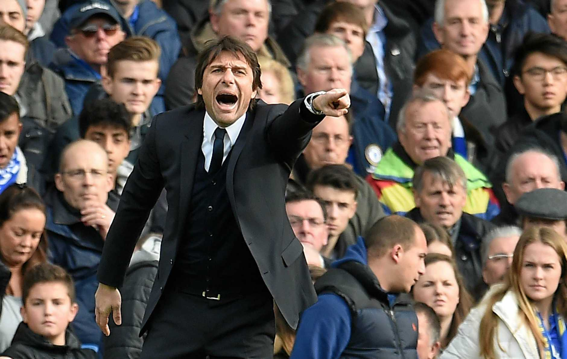 epa05770643 Chelsea's manager Antonio Conte during his teams match against Arsenal during a Premier League soccer match at Stamford Bridge in London, Britain, 04 February 2017.  EPA/ANDY RAIN EDITORIAL USE ONLY. No use with unauthorized audio, video, data, fixture lists, club/league logos or 'live' services. Online in-match use limited to 75 images, no video emulation. No use in betting, games or single club/league/player publications