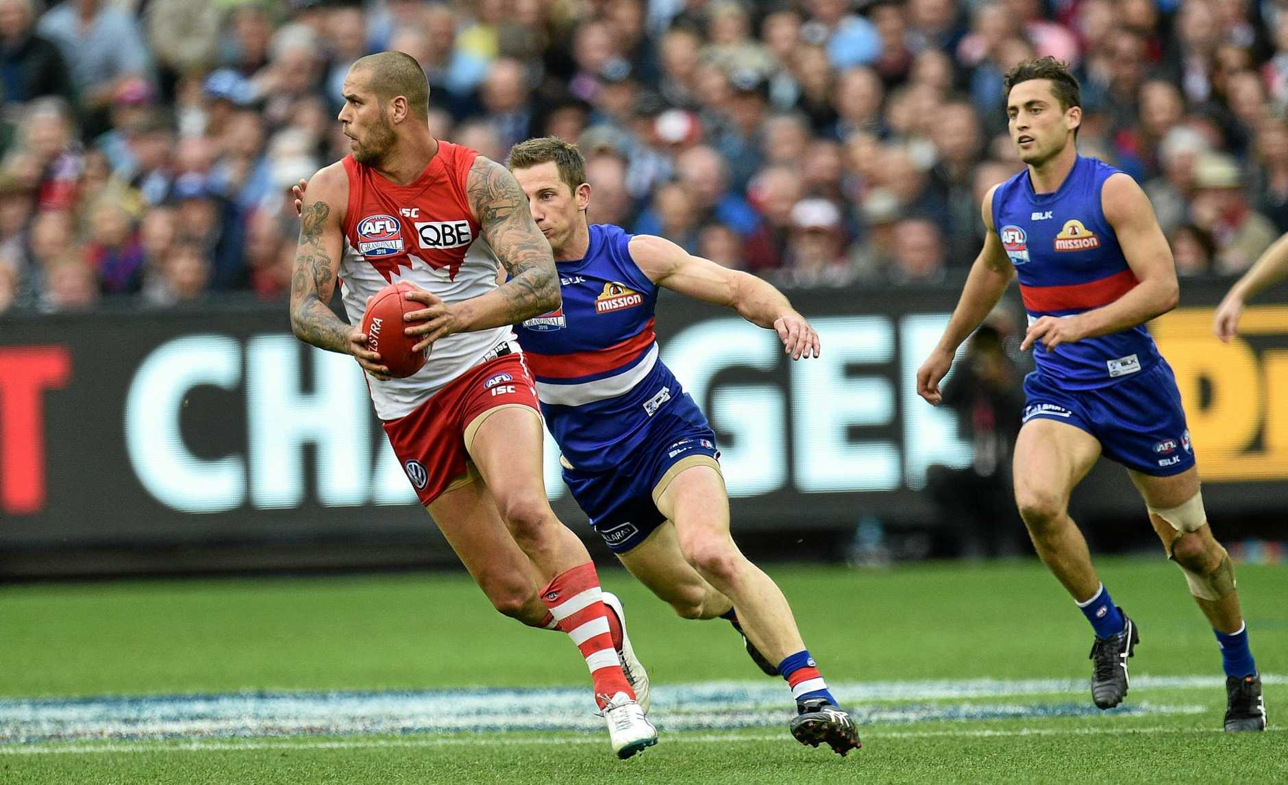 Lance Franklin of the Swans (left) is chased down by Dale Morris of the Western Bulldogs during the 2016 AFL grand final.