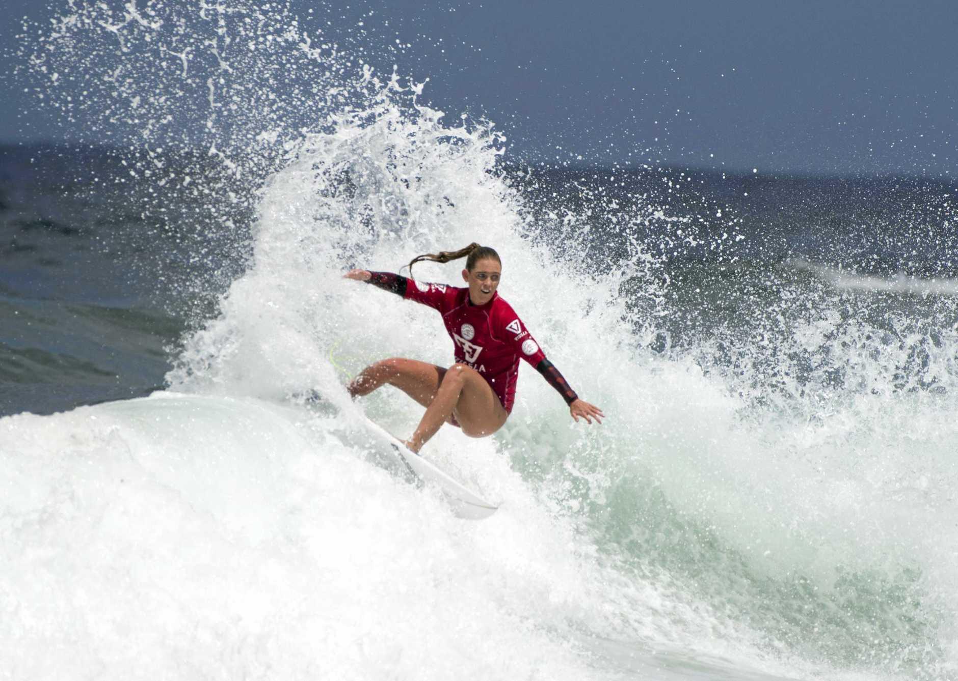 Brittani Nicholl won her Round One heat at the Komunity Project Great Lakes Pro at Boomerang Beach.