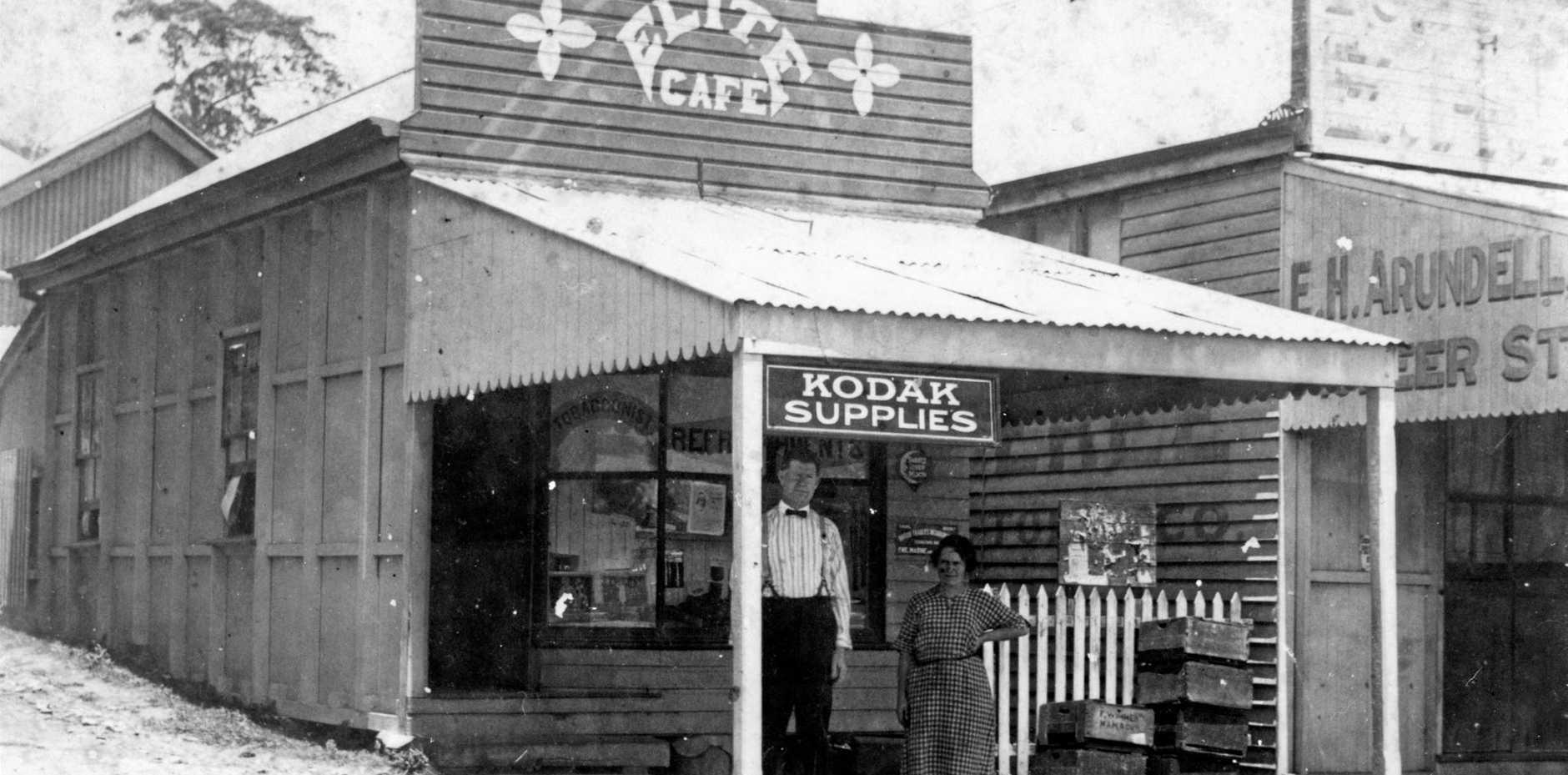 R. Denney's Elite Cafe in Memorial Dr, Eumundi, ca 1922.