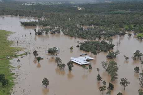 A house surrounded by water outside of Emerald. Photo: Daryl Wright/ Daily Mercury 291210/738 4emflood2