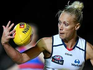 Ex-Opal's long bomb clinches win for Crows