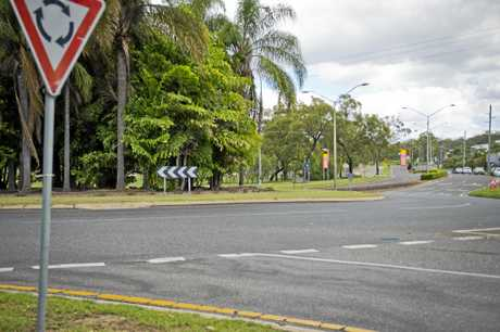 Busy Philips Street roundabout on the corner of Toolooa State High School. Photo Paul Braven / The Observer