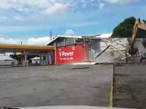 The service station on Alderly and Ruthven Sts is demolished.