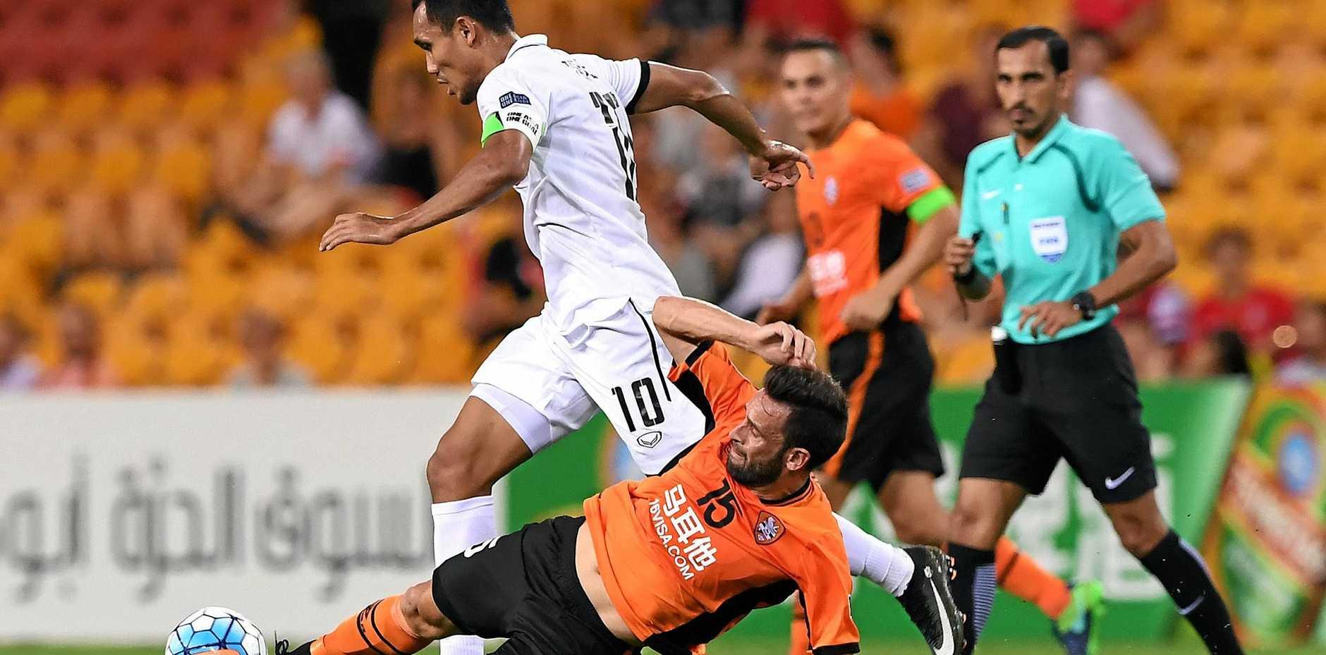 Muangthong United player Teerasil Dangda (left) competes with Roar player Manuel Arana  at Suncorp Stadium in Brisbane