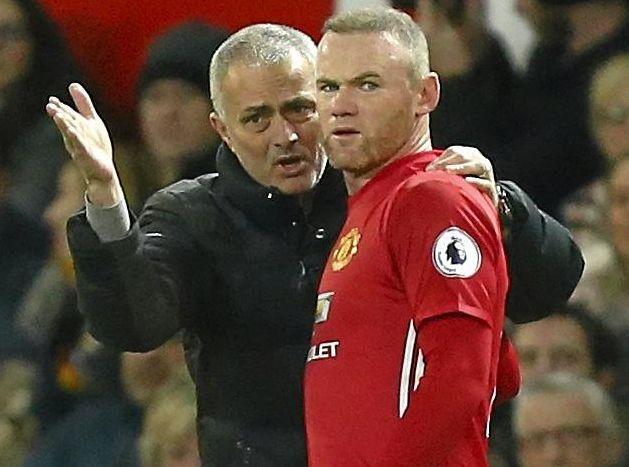 Manchester United manager Jose Mourinho talks to Wayne Rooney.