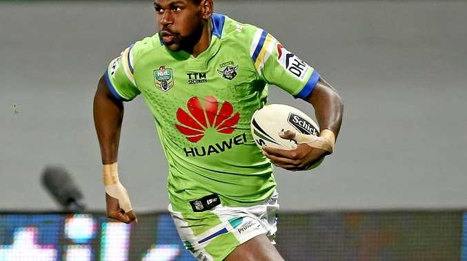 Edrick Lee has signed for Cronulla for the 2017 NRL season.