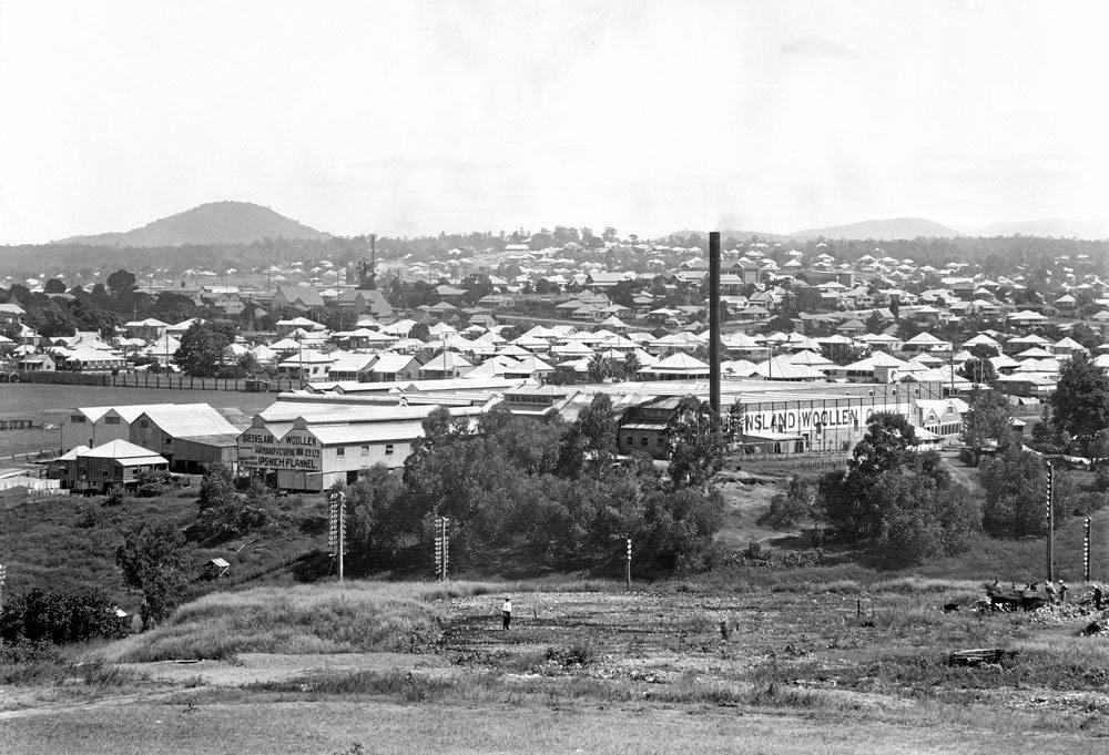 The North Ipswich Woollen Mills around 1930.