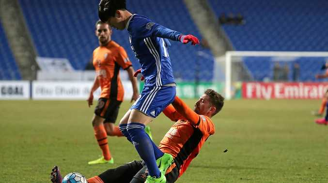 Brandon Borrello of Brisbane Roar and Kim Seung-Jun of Ulsan Hyundai FC compete for the ball at Ulsan Munsu Football Stadium